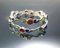 Bracelet argenté de luxe images libres de droits