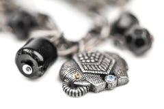 Bracelet avec des symboles des éléphants Images libres de droits