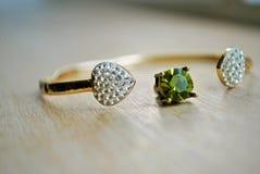 Bracelet avec la pierre verte Images libres de droits