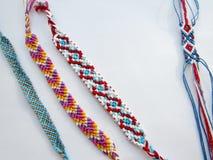 Bracelet coloré d'amitié de fil tissé par bracelet Images libres de droits