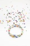 Bracelet coloré de perle Photographie stock