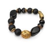 Bracelet de bijoux avec les pierres noires d'isolement sur le blanc, chemin Photos stock