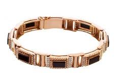 Bracelet de l'or des hommes avec des diamants et onyx d'isolement sur un fond blanc Photographie stock libre de droits