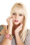 Bracelet de rose de fleur de femme Photo libre de droits