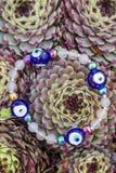 Bracelet de yoga avec les perles naturelles image stock