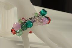 Bracelet des éléments colorés Images libres de droits
