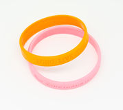 Bracelet en caoutchouc jaune et rose Photos libres de droits