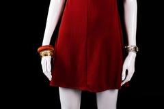 Bracelet, montre et robe rouge photos stock