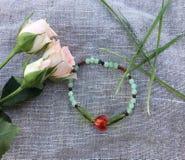 Bracelet rouge de coeur Images libres de droits