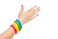 Bracelete colorido do látex no braço Fotos de Stock Royalty Free