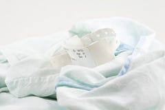 Bracelete da identificação do hospital no vestido Imagens de Stock Royalty Free