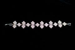 Bracelete do metal da joia da decoração Fotografia de Stock Royalty Free