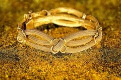 Bracelete do ouro imagem de stock royalty free