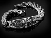 Bracelete do ` s dos homens - escuteiro Lily imagem de stock
