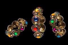 Bracelete do vintage com o ornamento da flor no preto isolado Imagem de Stock