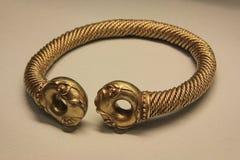 Bracelete dourado de Anchient Imagens de Stock Royalty Free