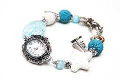 Bracelete elegante e moderno feito da rocha, do vidro e da prata vulcânicos da lava  Fotos de Stock Royalty Free