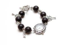 Bracelete elegante e moderno feito da rocha vulcânica da lava com prata  Imagens de Stock Royalty Free