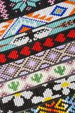 Bracelete feito a mão colombiano - detalhe colorido imagens de stock