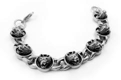 Bracelete para os homens - Wolf Head - de aço inoxidável Imagens de Stock Royalty Free
