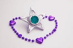 Bracelete roxo com uma gema da estrela Imagens de Stock