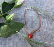 Bracelete vermelho do coração Fotos de Stock Royalty Free