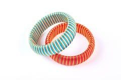 Bracelets élégants sur le fond blanc Image libre de droits