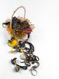 Bracelets, anneaux et boîte de bracelets Photo stock
