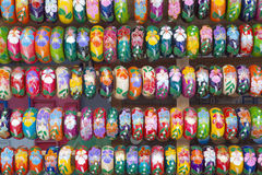 Bracelets au marché de nuit Photos stock