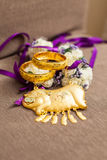 Bracelets d'or pour le mariage chinois Images stock