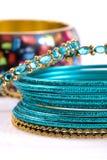 Bracelets de mode sur le fond blanc Photographie stock