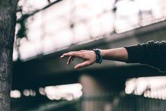 Bracelets de perle de pierre d'image de style de la mode des hommes Photo stock