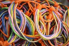 Bracelets multicolores Photos libres de droits