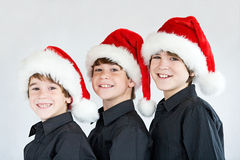 Bracia w Bożenarodzeniowych kapeluszach Fotografia Royalty Free