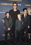 Brad Pitt y Pax Jolie-Pitt y Shiloh Jolie-Pitt y Maddox Jolie-Pitt Fotografía de archivo libre de regalías