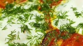 Bradende eieren met groenten