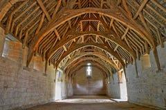 Bradford en Avon, Reino Unido - 12 de agosto de 2017: El tejado del granero de diezmo, un granero de piedra monástico medieval de Imágenes de archivo libres de regalías