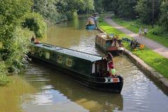 Bradford su Avon, Regno Unito - 12 agosto 2017: Chiatte lungo il canale di Avon e di Kennet vicino a Bradford su Avon Immagini Stock Libere da Diritti