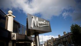 Bradford, West Yorkshire, Reino Unido - 9 de octubre de 2013, entrada y muestra del restaurante famoso Mumtaz de Bradford Curry H fotos de archivo