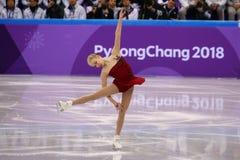 Bradie Tennell de los Estados Unidos se realiza en el programa del cortocircuito de Team Event Ladies Single Skating en las 2018  Fotografía de archivo