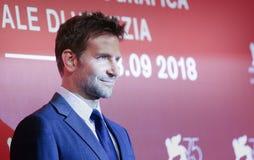 """Bradley Cooper assiste """"ad una stella è sopportato fotografia stock"""