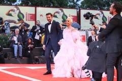 Bradley Cooper L e signora Gaga immagini stock libere da diritti