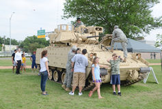 Bradley Fighting Vehicle-vertoning royalty-vrije stock afbeeldingen