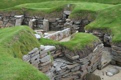 Brae de Skara, um pagamento Neolítico na costa da ilha do continente, Orkney, Escócia fotografia de stock royalty free