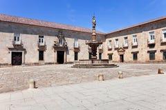 Braga Portugal Barock Castelos springbrunn i Paco Square fotografering för bildbyråer