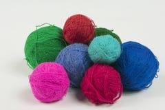 Bragas de las lanas para hacer punto foto de archivo libre de regalías