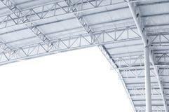 Braguero de la estructura de acero, marco del tejado y hoja de metal grandes en el edificio imágenes de archivo libres de regalías