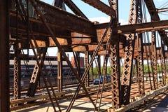 Bragueros oxidados del puente Imagen de archivo