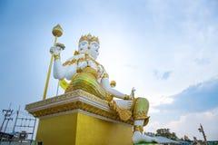 Brahma雕象在Wat Saman Rattanaram在Chachoengsao, Thailan的 免版税图库摄影