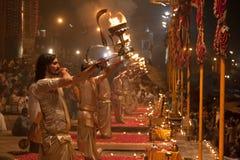 Brahmins la nuit Puja Images libres de droits